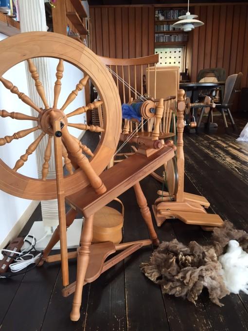 原毛と紡ぎ機