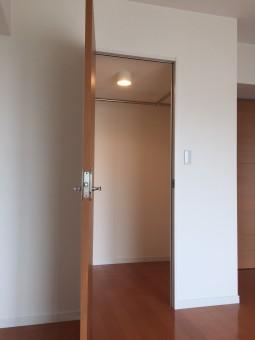 寝室からのクローゼット